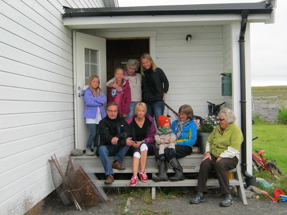 Slekstbesøk fra Finland Suku Suomesta visit Skallelv.JPG
